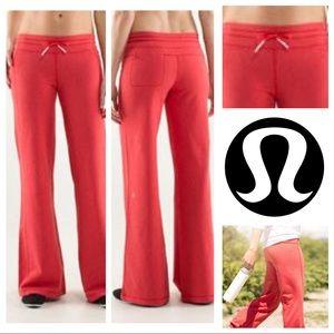 🦄 Lululemon Love Red Voyage Pant Vintage Looking